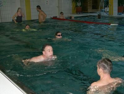 Schwimmkurs f�r Erwachsene der DLRG Altenkirchen erfolgreich