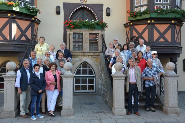 Die Reisegruppe vor dem historischen Rathaus Wernigerode. Foto: Privat