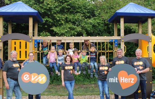 Unterstützung mit Herz: Spielplatz in Höhn-Schönberg wurde neu gestaltet