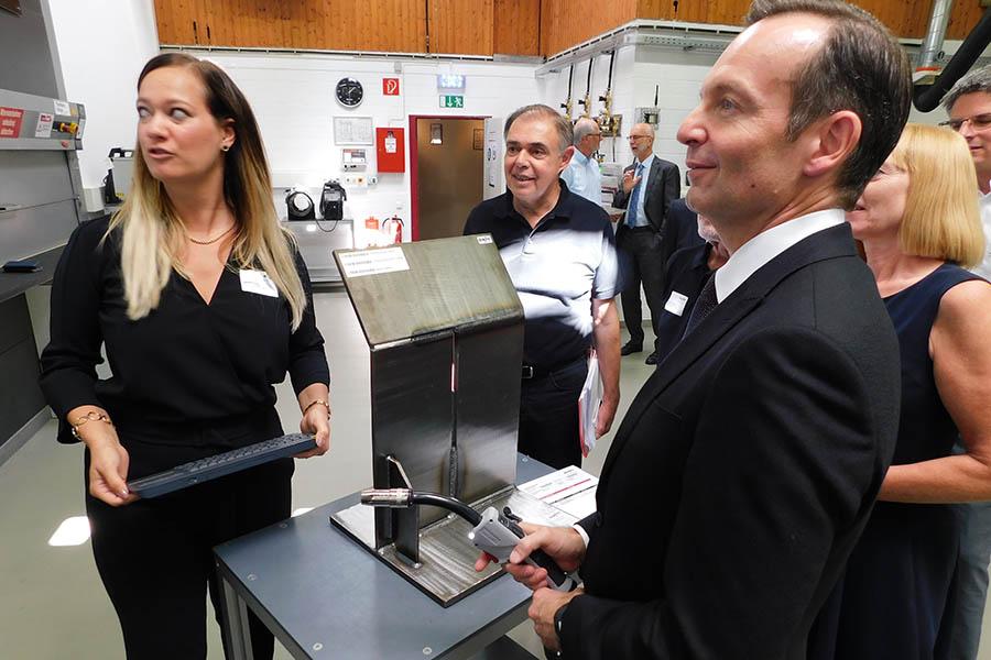 Dr. Wissing besucht EWM in Mündersbach