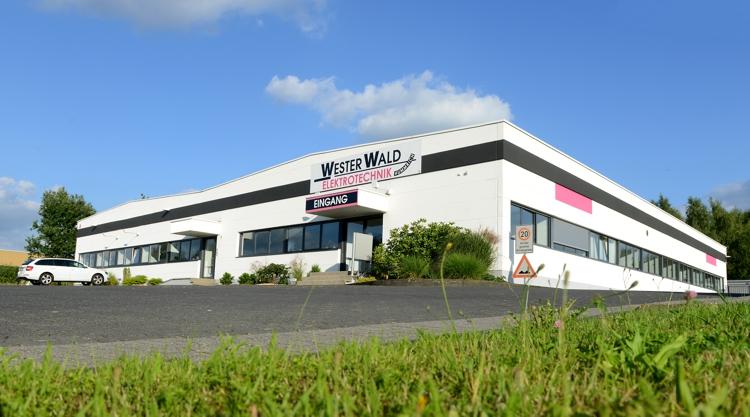 Betriebsgelände der Westerwald Elektrotechnik Hummrich GmbH & Co. KG in Hachenburg. Fotos: Pr