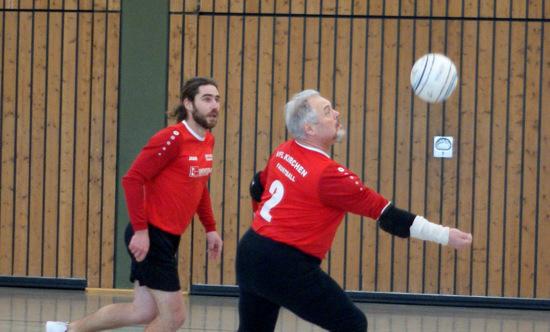 Faustballm�nner des VfL Kirchen beenden die Hallenrunde