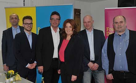 Der alte Kreisvorsitzende der Liberalen ist auch der Neue:  Christof Lautwein (3. von links) hier mit den Vorstandskollegen und MdB Sandra Weeser, die nicht mehr kandidierte. Fotos: tt