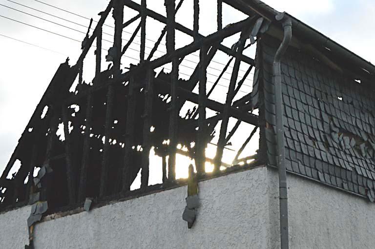 Feuer zerstört Scheunentrakt in Güllesheim