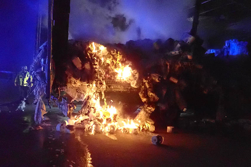 LKW mit Klopapier gerät in Brand