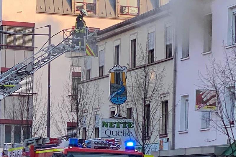 Brand in Mehrfamilienhaus in Neuwied schnell unter Kontrolle