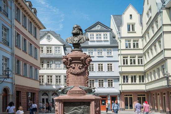 Frankfurt ist das Ziel: Die Kreisvolkshochschule lädt ein