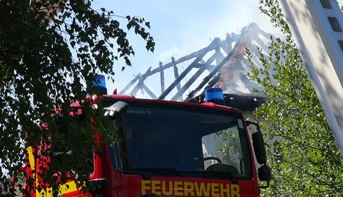 Leerstehendes Gebäude fängt in Oberdreis Feuer