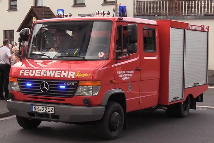 Die Feuerwehr Raubach sorgte wieder für den sicheren Verlauf des Schützenumzuges. Foto: Wolfgang Tischler