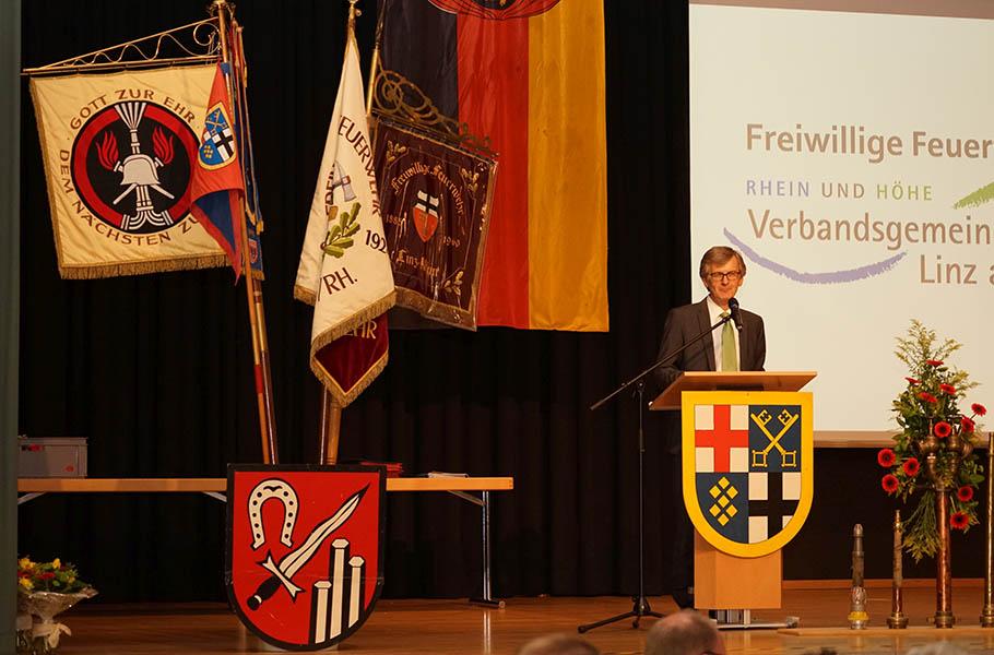 Ehrungen und Beförderungen bei Feuerwehr Vettelschoß