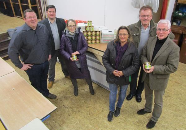 Imkerverein Puderbach spendet der Puderbacher Tafel Honig