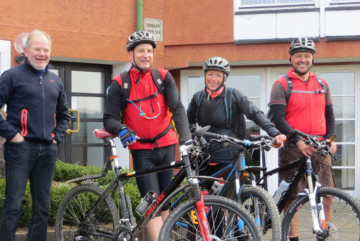Führen zum Saisonabschluss zur Wiedquelle, die Radführer des KuV. (Foto: KuV Limbach)
