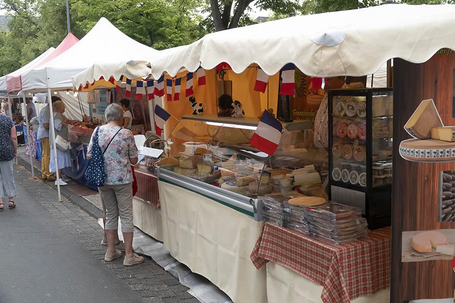 In Innenstadt Neuwied typisch Französisches genießen