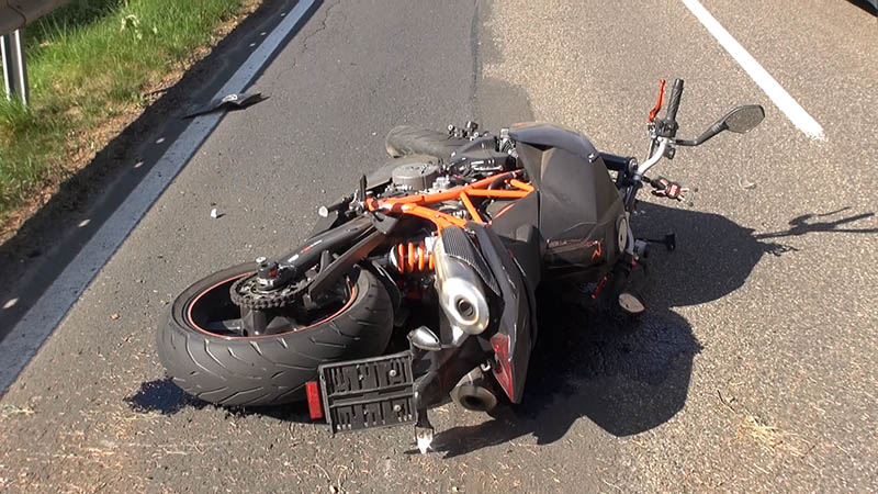 Zwei Unfälle – zwei schwer verletzte Motorradfahrer