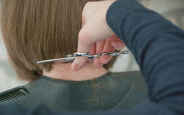 Besser Abschneiden: Mehr Geld für Friseur-Azubis im Land