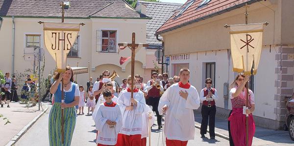 Fronleichnams-Tradition: eine Prozession. (Foto: Darius Lebok, Pixabay)