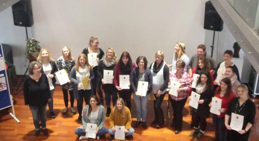 Fachkr�fte f�r Fr�hp�dagogik erhielten ihre Zertifikate