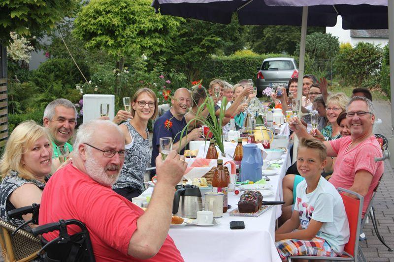 Höhr-Grenzhausen frühstückt am 16. Juni - jetzt anmelden