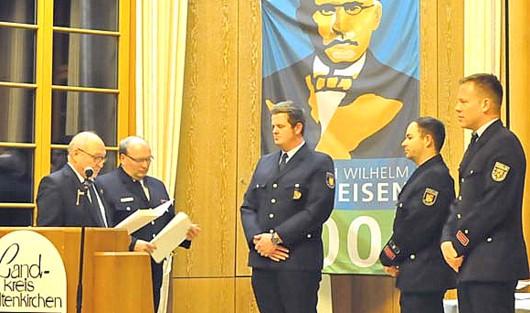 Ehrenzeichen an zahlreiche freiwillige Feuerwehrleute verliehen