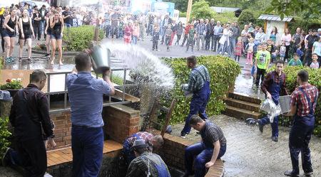 Gangolfusbrunnen wird zur Pfingstkirmes geleert
