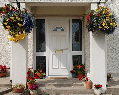 Die Haustür: Scharnier einstellen und das richtige Material finden