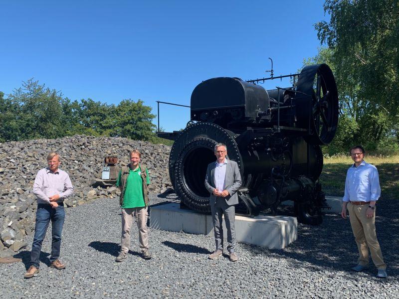 MdL Hendrik Hering suchte das Gespräch mit den Vertretern des Geoparks Michael Volkwein und Philipp Borchard und dem Geschäftsführer des Stöffelparks Martin Rudolph. Fotos: privat