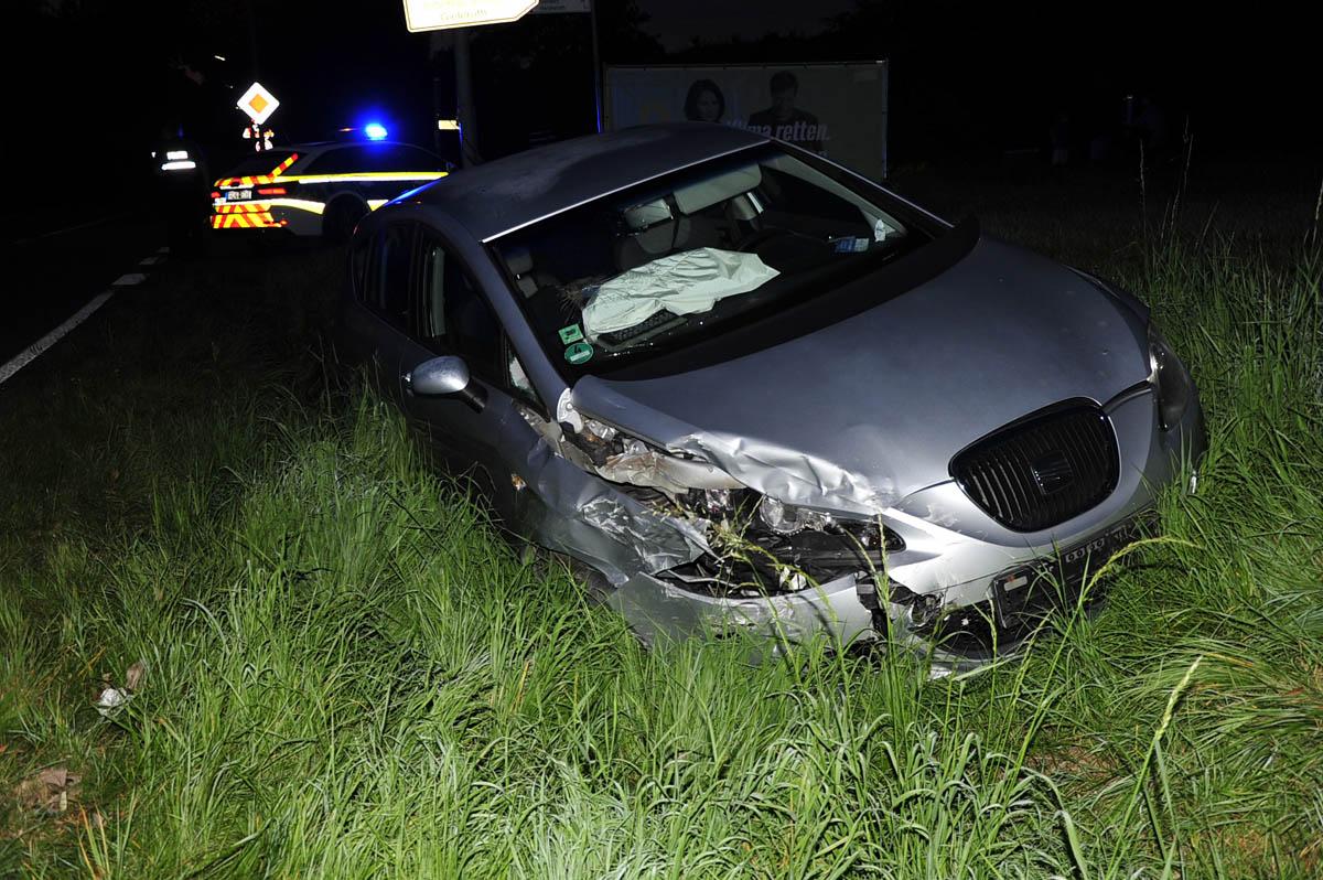 Verkehrsunfall auf der B8: Überholversuch in Gieleroth endete im Graben