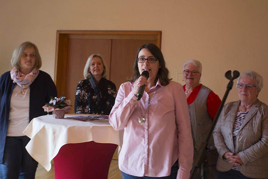 Julia Bieler bei der Begrüßung. Fotos: Helmi Tischler-Venter