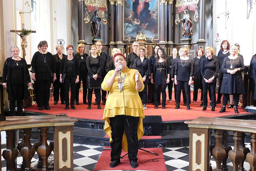 "Gospelgesang eroberte ""Maria Himmelfahrt"" in Hachenburg"