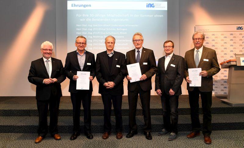 Schenkelberger mit goldener Ehrennadel ausgezeichnet