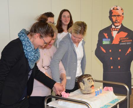 Eine Raiffeisen-Torte zum 200. Geburtstag