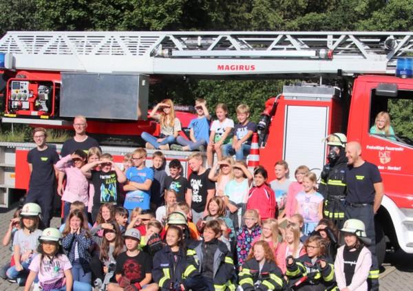 Alle wollen zur Feuerwehr: Herdorfer Grundschüler bei Brandschutzerziehung