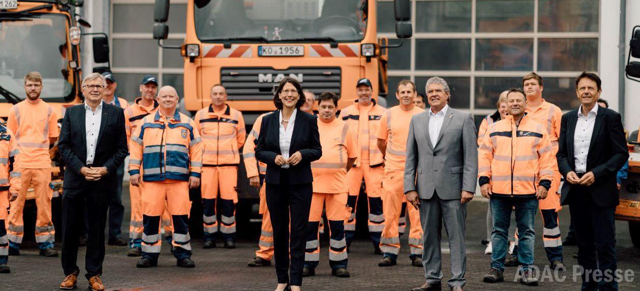 Ministerin Schmitt und ADAC danken den Straßenmeistereien