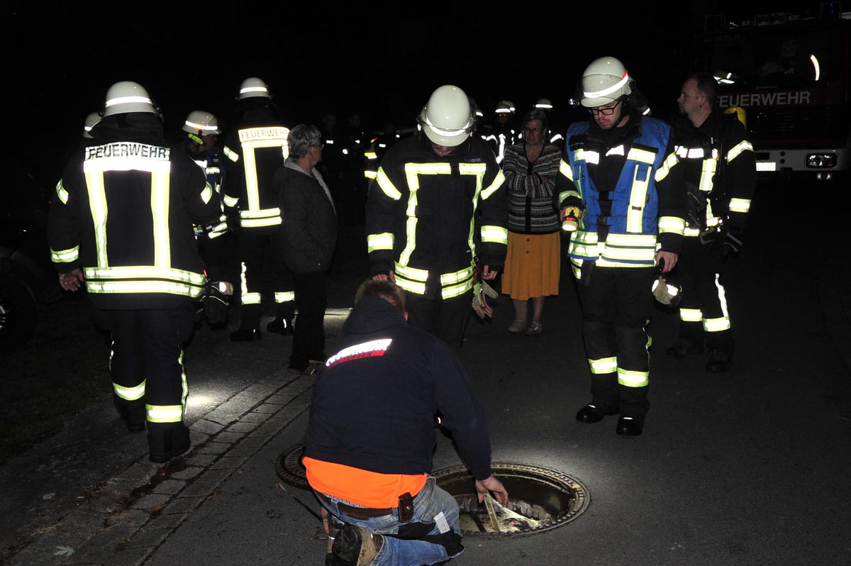 Großes Feuerwehraufgebot in Schöneberg: Gasgeruch sorgte für Aufregung bei Anwohnern