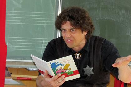 Lese-Theater an der Grundschule Etzbach mit Michael Hain