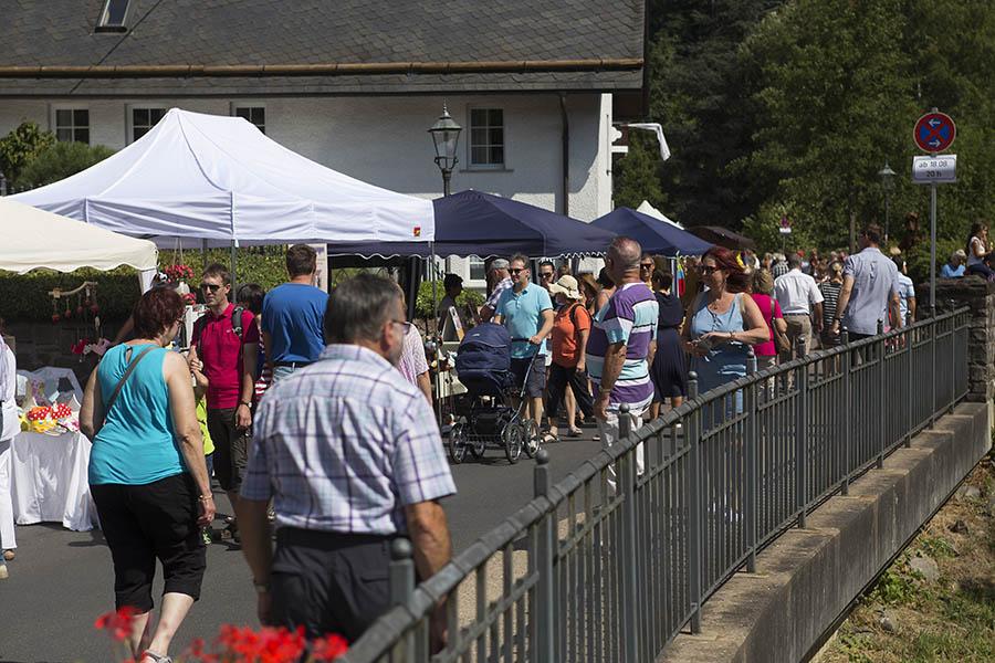 Handwerkermarkt in Grenzau zog Besuchermassen