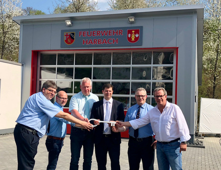 Neues Feuerwehrger�tehaus in Harbach eingeweiht