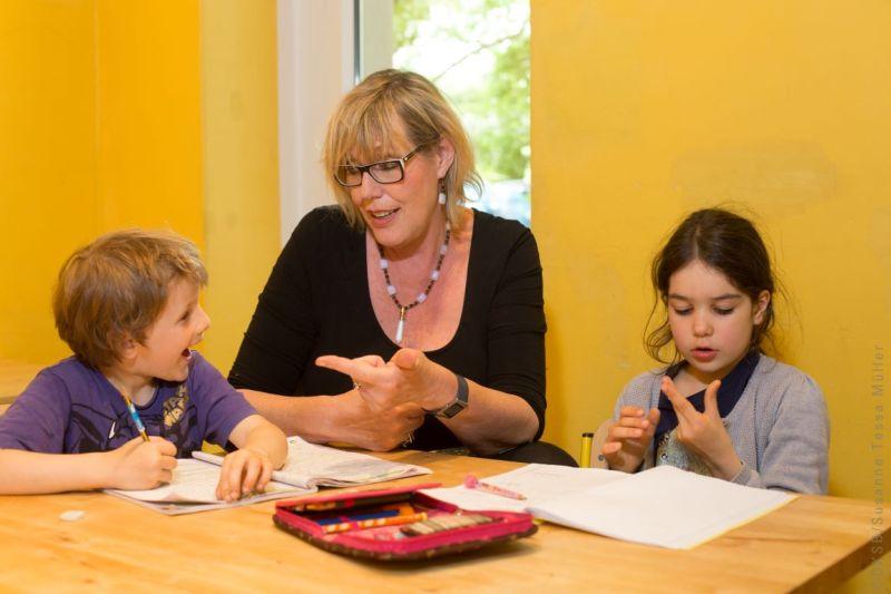 Hausaufgabenhilfe. Foto: Kinderschutzbund