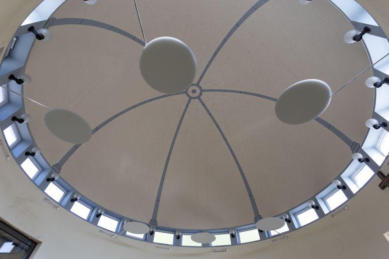 Infrarot-Wärmestrahler unter der Kuppel sehen aus, wie dezente Lampenschirme. Fotos: privat