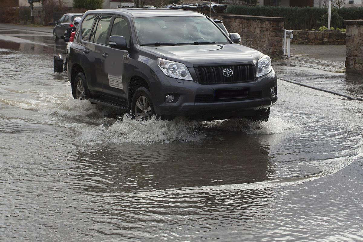 Kontrollen der Hochwassersperrungen - viele Verstöße