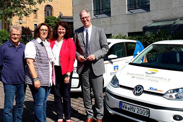Westerwald Bank übergibt Auto an Hospizverein Westerwald