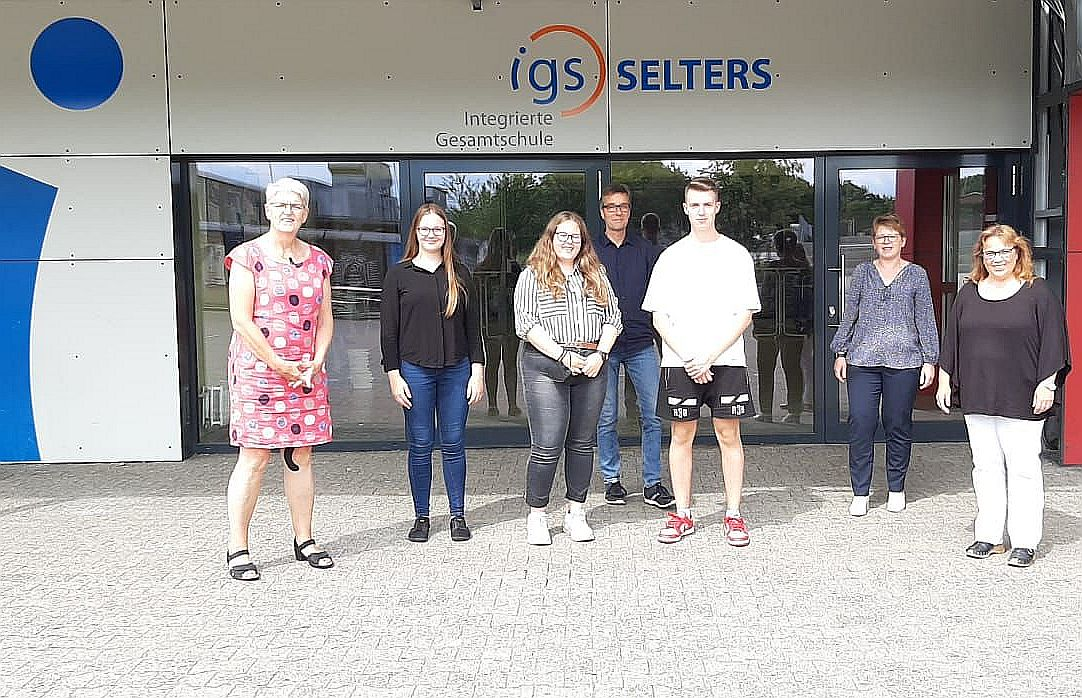 Weber und Machalet zu Besuch bei Freiwilligen der IGS Selters