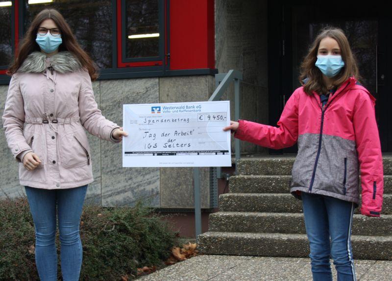 Corona zum Trotz haben auch in diesem Schuljahr die Schüler/innen der IGS Selters am Tag der Arbeit die stolze Summe von 9450 Euro erwirtschaftet für soziale Projekte. Foto: privat
