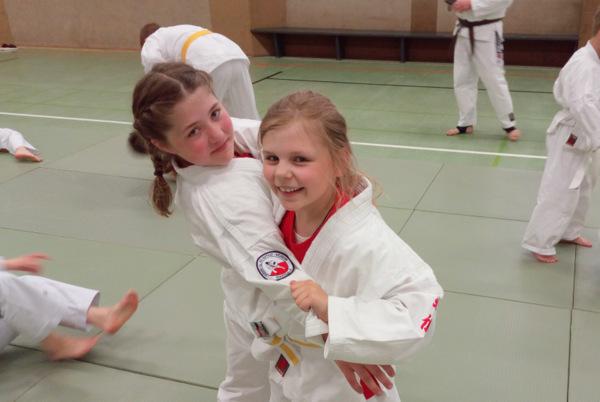 Am letzten Samstag (11. Mai) fand in Kreuztal-Littfeld ein Bundeslehrgang Jugend des Deutschen Ju-Jutsu Verbandes e.V. (DJJV) statt. Mit dabei waren auch neun Ju-Jutsuka aus Daaden. (Foto: Judo- und Ju-Jutsu-Verein Daaden e.V.)