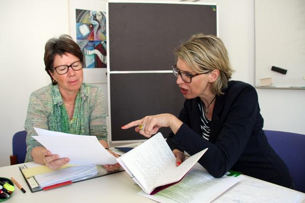 Mentorin Angela Thelen (links) und Mentee Eva-Maria Dech (rechts) treffen sich regelmäßig zum gemeinsamen Austausch. Foto: Privat