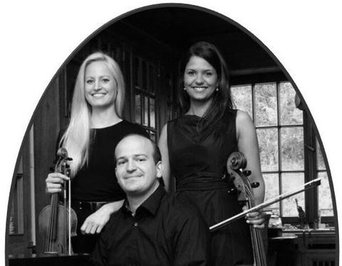 22. Marktmusik zum Abendläuten mit dem Trio Dolicé