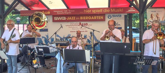 Traditioneller Dixiesound: Schr�glage spielte in den Rheinauen