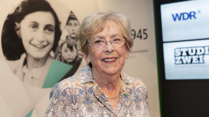 """""""Für mich ist es sehr wichtig zu erzählen, was damals passiert ist. Der Antisemitismus ist immer noch da"""", sagt Jacqueline van Maarsen, Zeitzeugin und Schulfreundin von Anne Frank. (Foto: WDR/Annika Fußwinkel)"""