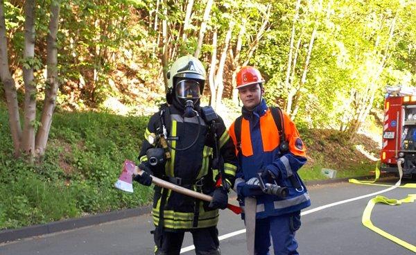 Feuerwehr und Jugendfeuerwehr Kirchen übten gemeinsam