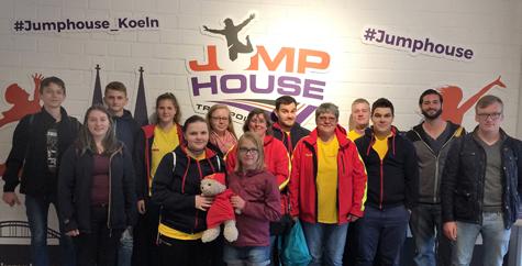 Hammer Rettungsschwimmer besuchten Jump-House in K�ln